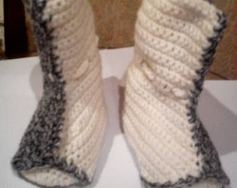 T18 biphase Heather and white color crochet baby boot slippers gray