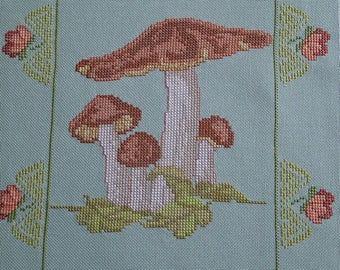 Green mushroom embroidery