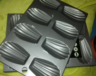 set of two new madeleines metal plates