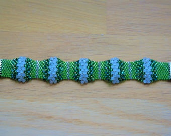 Miyuki, faceted, green and white beaded bracelet