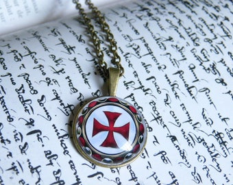 A beautiful necklace with a glass cabochon 25 mm Templar cross