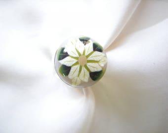 'White poinsettia' ring