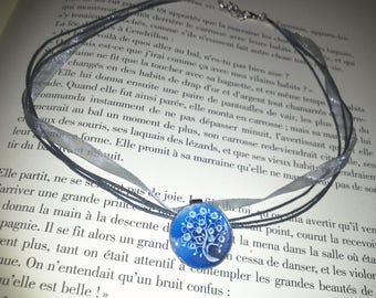 Organza necklace and its blue and white tree of life Locket