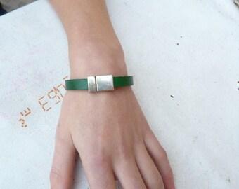 Silverplate flat green leather magnetic bracelet