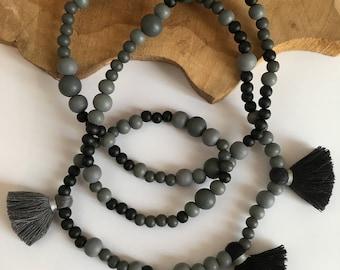Long maxi tassel grey and black wood beads, grey and black