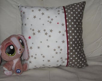 Cushion 30 x 30 cm - stars - white, taupe and red.