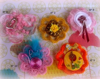 Beautiful flower brooch and cat!