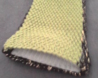 Small pouch in black/gold and green wool