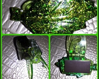 Clip magnetic translucent resin dyed Green
