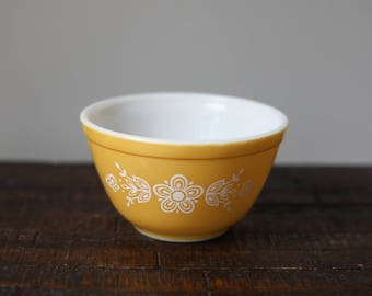 Vintage Pyrex Mixing / Nesting Bowl 401 Butterfly Gold