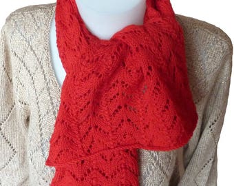 Scarf in red fancy wool