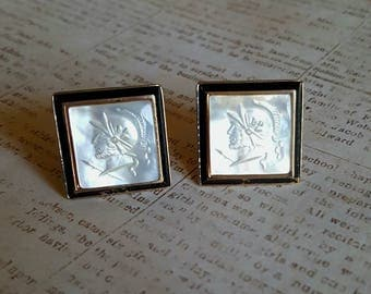 Stylish VINTAGE CUFFLINKS Hand Carved Mother Of Pearl Intaglio Cameo Warrior Mars Cuff Links Mens Womens Jewelry Gold Tone SWANK Victorian