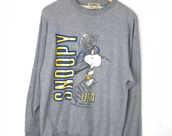 Rare!!! Peanuts Snoopy Sweatshirt Pullover Spellout 'Snoopy' Big Picture Snoopy Playing Basketball Multicolors