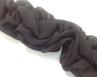 Lace elastic in the shape of rustle, for decorating the straps in black polyester.