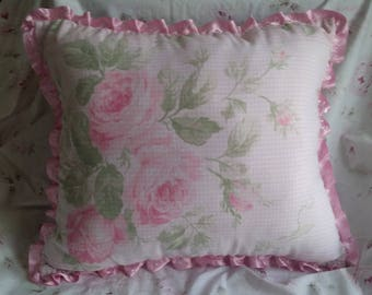 GORGEOUS LARGE BOUQUET OF ROSES FLORAL CUSHION