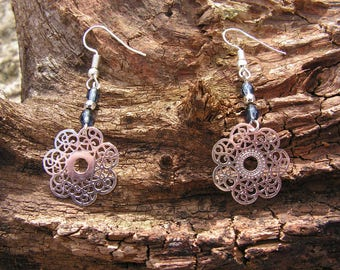 Earrings in silver and gray beads
