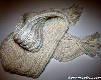 Woven scarf with hand loom