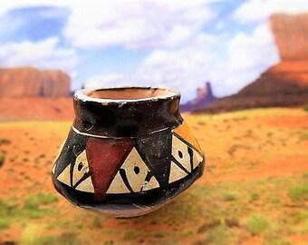 pot en terre cuite poterie miniature indienne faite main décorée de motifs multicolores pour maison de poupées