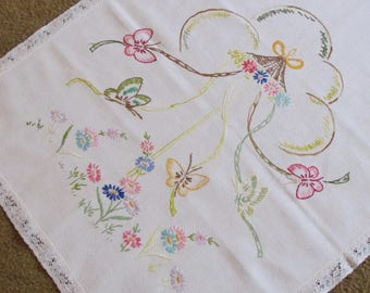 Vintage dresser scarf - table runner - vintage embroidery - embroidered table topper