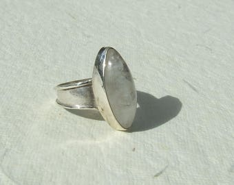 Moonstone and silver ring. Size 56