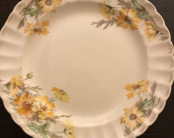 Vintage USA Limoges China Yellow Daisy Dinner Plate 22 K Gold trim 9 1/2 ""
