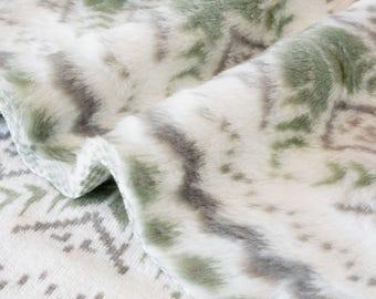 Fabric faux fur soft fluid woven green snowflake ecru x 50cm