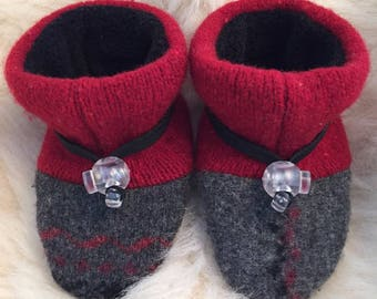 Gray and red Toggle Toes wool slipper, non-slip soft sole shoe, in infant 4-12 months or baby shoe size 1-3.5