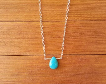 Turquoise bead and silver tone chain