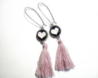 """Silver """"O pretty heart"""", glass cabochons."""