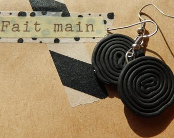 Earrings 'licorice roll' black