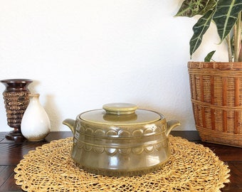 Vintage Retro Ceramic Casserole Dish Baker with Lid and Handles - Boho Style