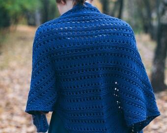Hand knitting women's blue shawl