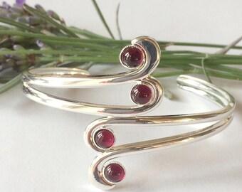 Art Deco style garnet swirl bangle, Deco style, Art Deco style, garnet jewellery, garnet bangle