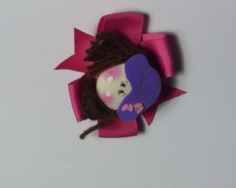 Brunette doll with hat bow. Small hair clip