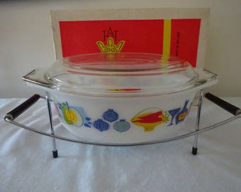Pyrex dish and stand
