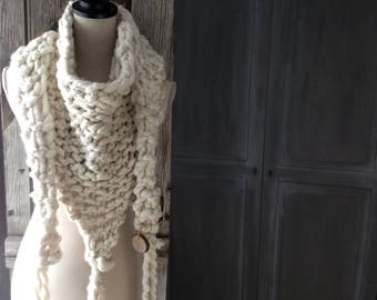 Scarf Merino, Echarpe Merinos, soft and fluffy extra warm for winter.  Hand spun super chunky Navajo Ply and  hand knitted. Rustic yet chic.