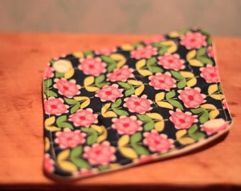 Protects Oekotex, eco friendly washable pad washable slip, zero waste, reusable. Bamboo, PUL, cotton blue flower