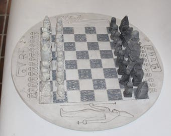 Handcrafted round ceramic chessboard with pieces (complete)