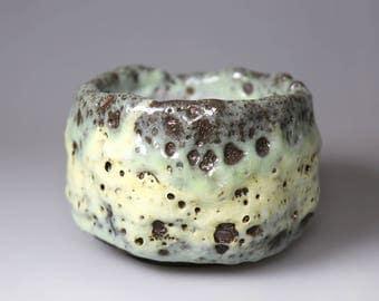 Bug Bite/Jade Green-Glost-fired Earthen Tea Bowl;Handmade;Taiwan pottery;Japanese style;Ceramicware;gift;tea ceremony;chawan,tea ceramony