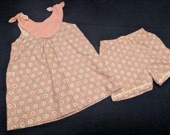 Girl's size 4 -6 cute jumper and bloomer set in pastel colors