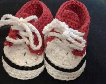 Baby Converse  (crocheted )