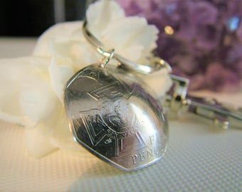 2006 Handcrafted Coin Keyring -  Fifty Pence - Victoria Cross