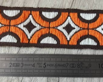 O1 Orange Brown Ecru vintage lace