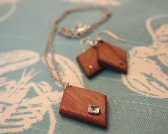 Wooden earrings and necklace set