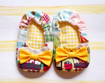 Fairytale Bow Baby Booties - Wonderland Train - Baby Shoes, Infant Booties, Newborn Shoes, Baby Shower Gift, Fabric Booties, Prewalker Shoes