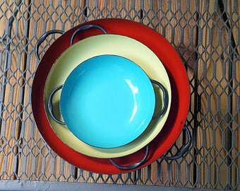 Mid Century  Set of Three Primary Color Enamel Nesting Bowls Platters Trays with Handles Serving Dishes