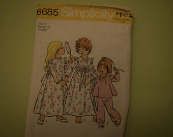 Vintage Sewing Pattern Simplicity #6685 Toddler Nightgown, Pajamas & Robe