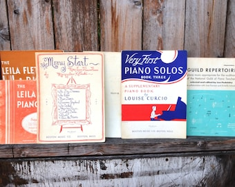 4 Books + 2 Pieces of Vintage Sheet Music for the Piano - Approx. 170 Pages