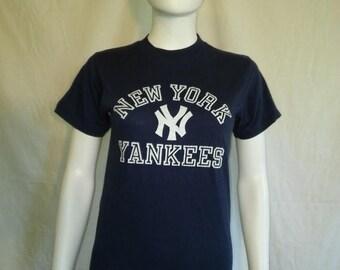 Closing Shop 40%off SALE New York Yankees t shirt, 80s 90s vintage New York Yankees Baseball t shirt