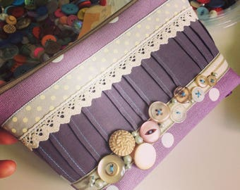 Vintage Button Large Beauty Bag, Make-Up Bag, Pouch, Zipper in Purple with Lace and Ribbons, Vintage Bag, Cosmetics Case, Make Up Zipper